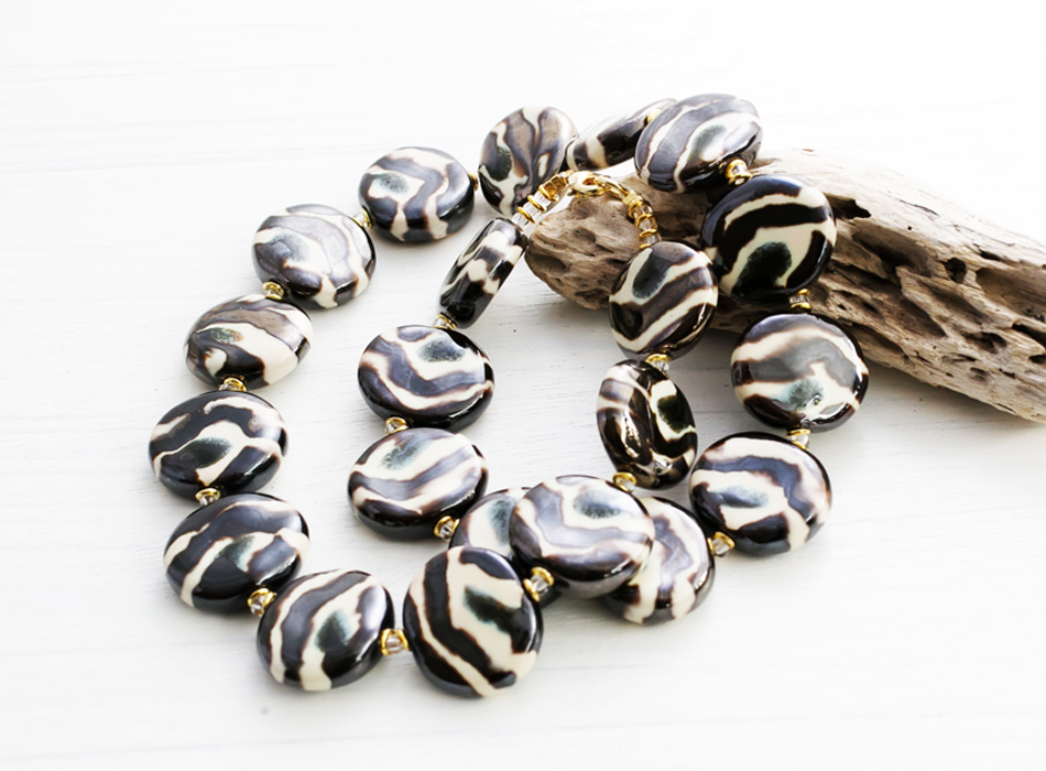 chuui-zebra-necklace